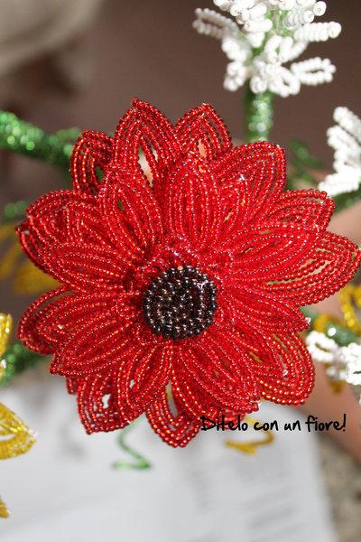 Gerbera rossa con perline