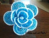 Rosa blu con perla e perline