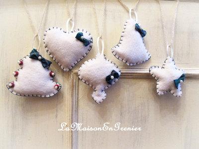 addobbi natalizi con fiocchetto e perle