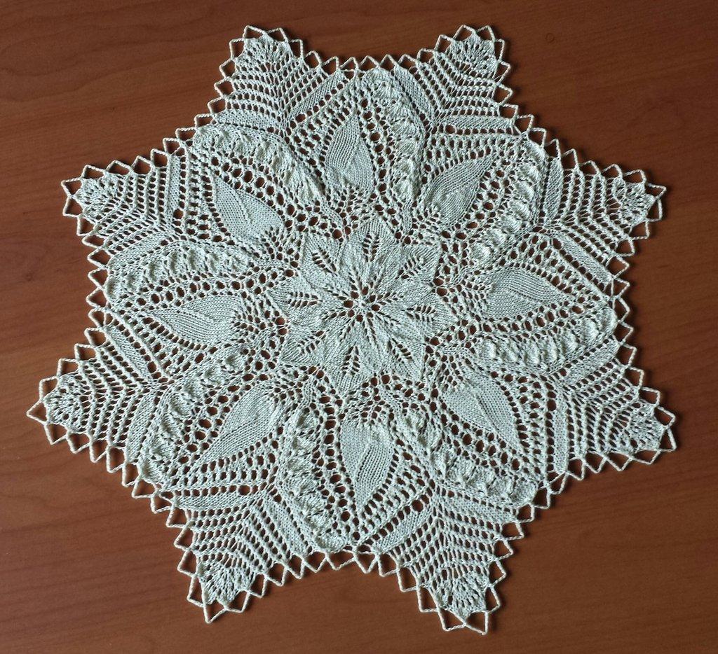Centrino a stella lavorato a maglia