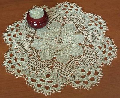 Centrino a maglia con archi traforati