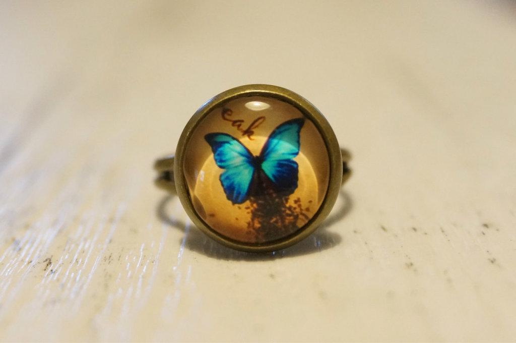 Anello Farfalla con cabochon in vetro - un aiuto agli animali abbandonati
