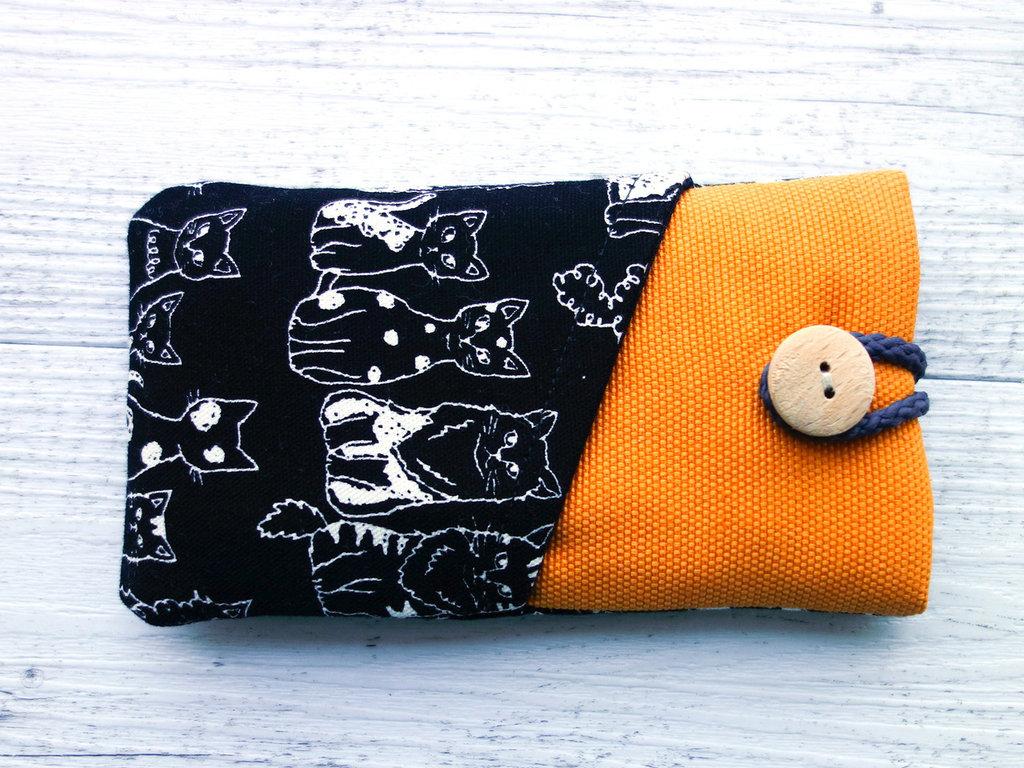 Cover custodia per SMARTPHONE imbottita in tessuto Lots of Cats! - scegli il modello di iphone galaxy nokia e altri - articolo solidale
