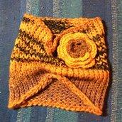 Scaldacollo di lana con fiore