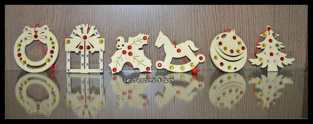 Decorazioni natalizie in feltro fatte a mano.