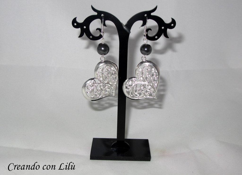orecchini ciondolo cuore in metallo e perla in vetro nera