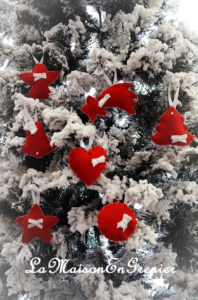appendini bianchi su fondo rosso