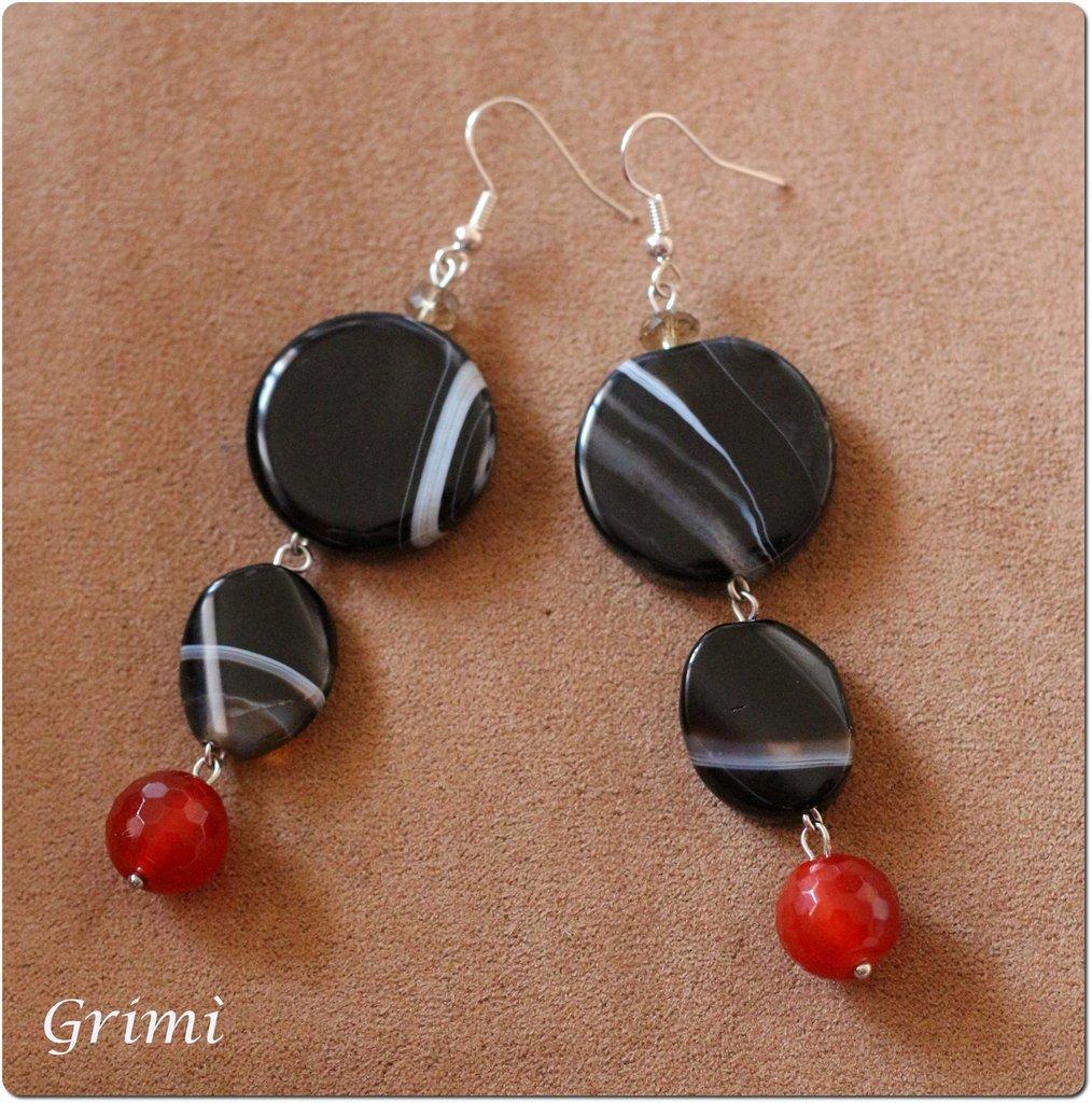 Orecchini pendenti con agata nera e rossa