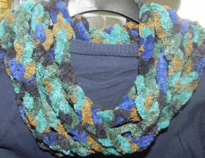 Sciarpa collana scaldacollo fatta a mano ad uncinetto multicolore in ciniglia