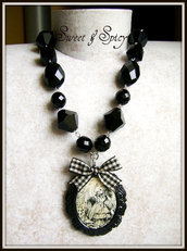 ALICE IN WONDERLAND COLLECTION-RUN ALICE  CAMMEO NECKLACE
