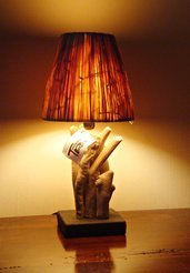 """Lampada """"KLETT"""" con legni di mare e rafia"""