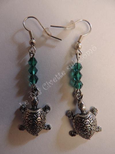 """""""Galapagos"""" Orecchini Tartarughe in argento tibetano e cristalli in plastica verdi"""