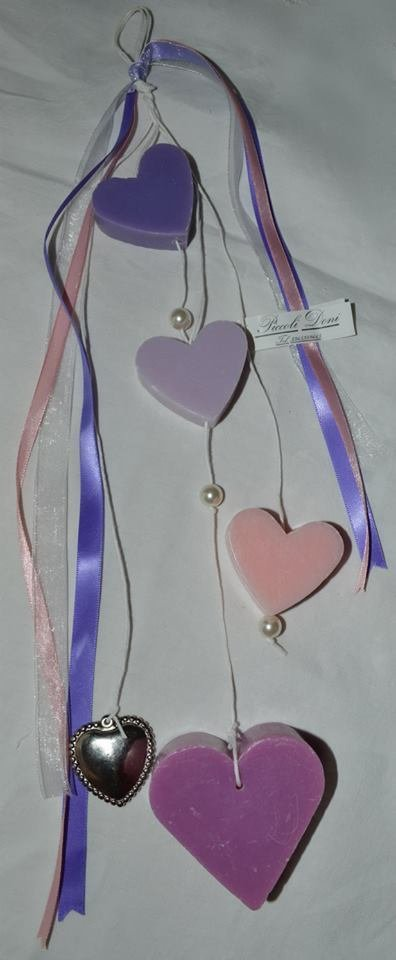 Bomboniere e articoli da regalo artigianali, ghirlande e decorazioni per la casa fatte a mano.