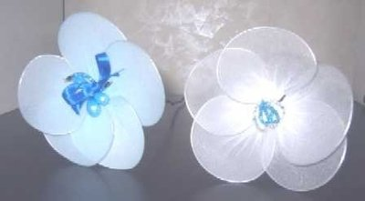 fiori realizzati con collant