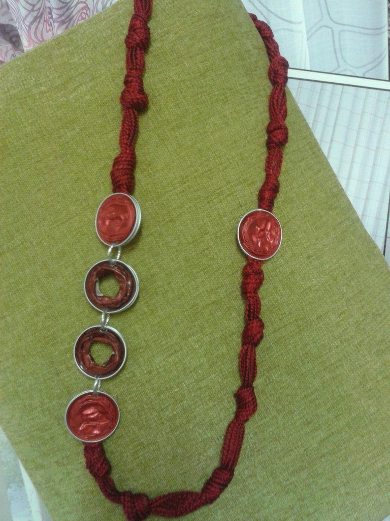 Collana  rossa con cialde
