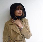 Cappello per donna Nero Asimmetrico in lana bouclé fatto a mano Accessori donna Moda donna autunno inverno Cappello con bottone