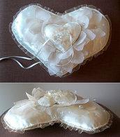 PORTAFEDI  cuscino nozze, cuscino per le fedi colore bianco e panna con  beige, a forma di cuore, IN STOCK