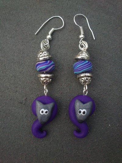 orecchini pendenti viola con cagnolino