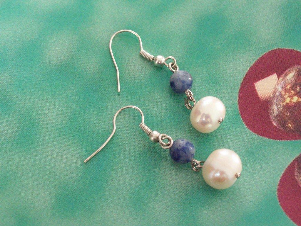 orecchini perle australian e lapislazzuli, monachelle metallo antiallergico tono argento
