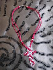 Collana celtica in satin fucsia e grigio fatta a mano