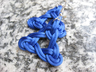 Orecchini celtici blu fatti a mano