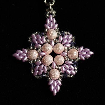 Ciondolo Elisabetta rosa