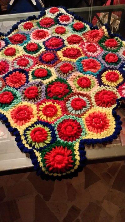 copertina neonato campo di fiori