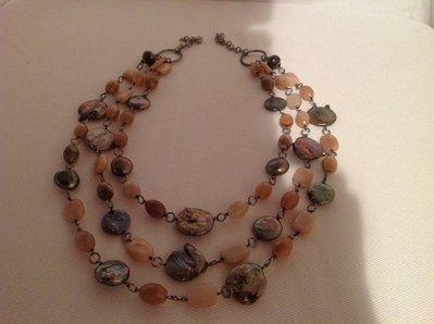 Collana di pietre dure e perle di fiume