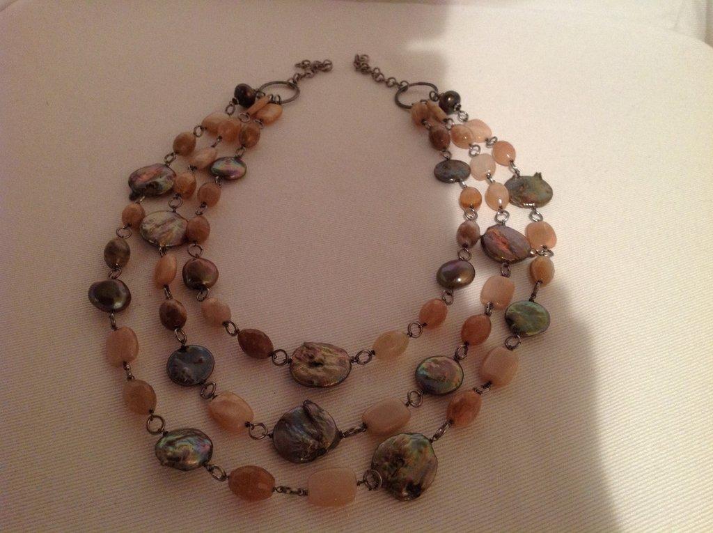 Collana di pietre dure e perle di fiume gioielli for Pietre di fiume