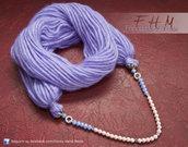 Sciarpa - scaldacollo - collana di lana color glicine. Tre in uno