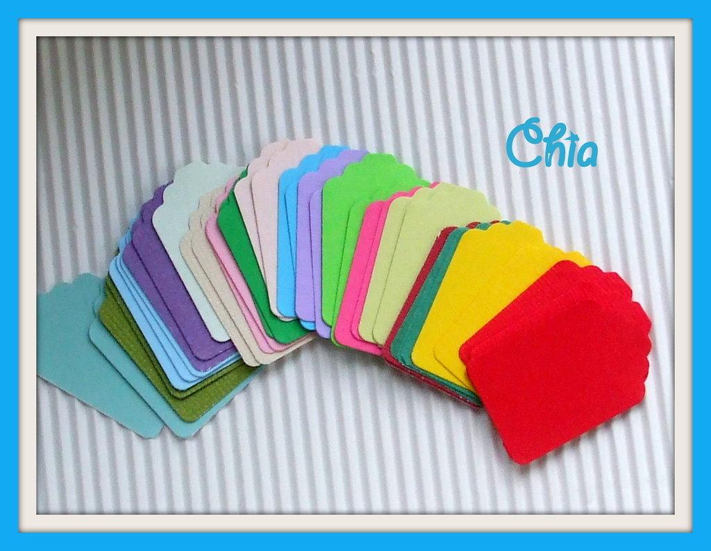 10 mini tag in cartoncino tinta unita colori assortiti per scrap 3,5x2,3cm