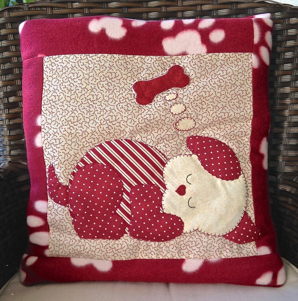 cuscino quillow cagnolino che dorme- un cuscino con dentro un plaid