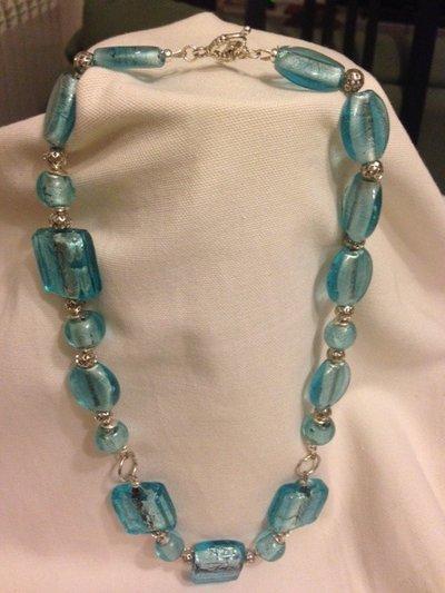 Collana con pietre di vetro azzurra handmade