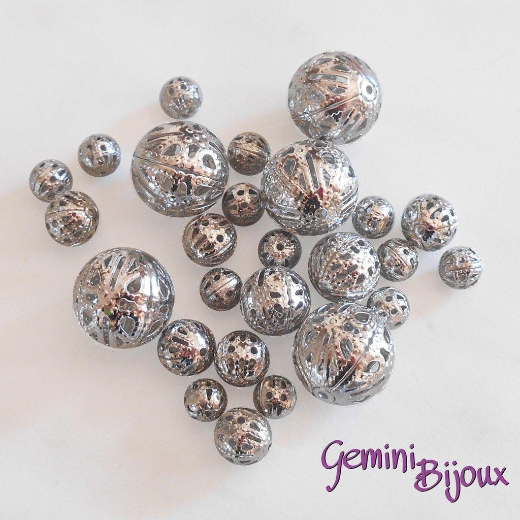 Lotto 10 perle in metallo filigranate argentate, mix di misure