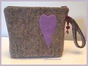 Pochette in lana cotta con cuore in panno lilla