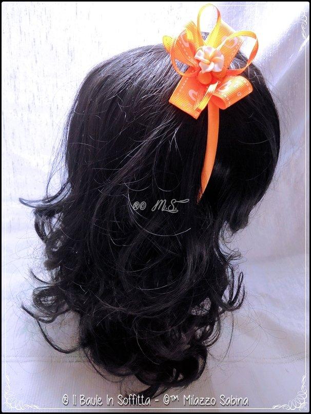 Frontino in raso con fiocco in GrossGrain e Fiore in Fimo color arancio