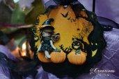 Decorazione di Halloween con streghetta in fimo