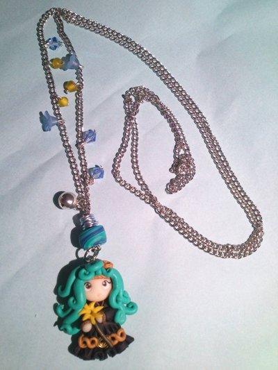 collana a ciondolo Melina con cristalli swarovski e campanellino