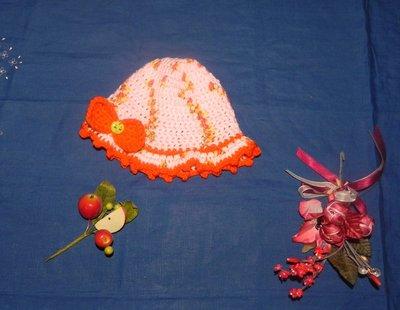 Cappellino bambina realizzato ad uncinetto