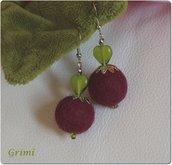 Orecchini pendenti con lana cotta e cuore in vetro verde