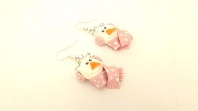 JUST WINTER  - ORECCHINI FIMO - pupazzo di neve con sciarpa ROSA e paraorecchie   - idea regalo natale