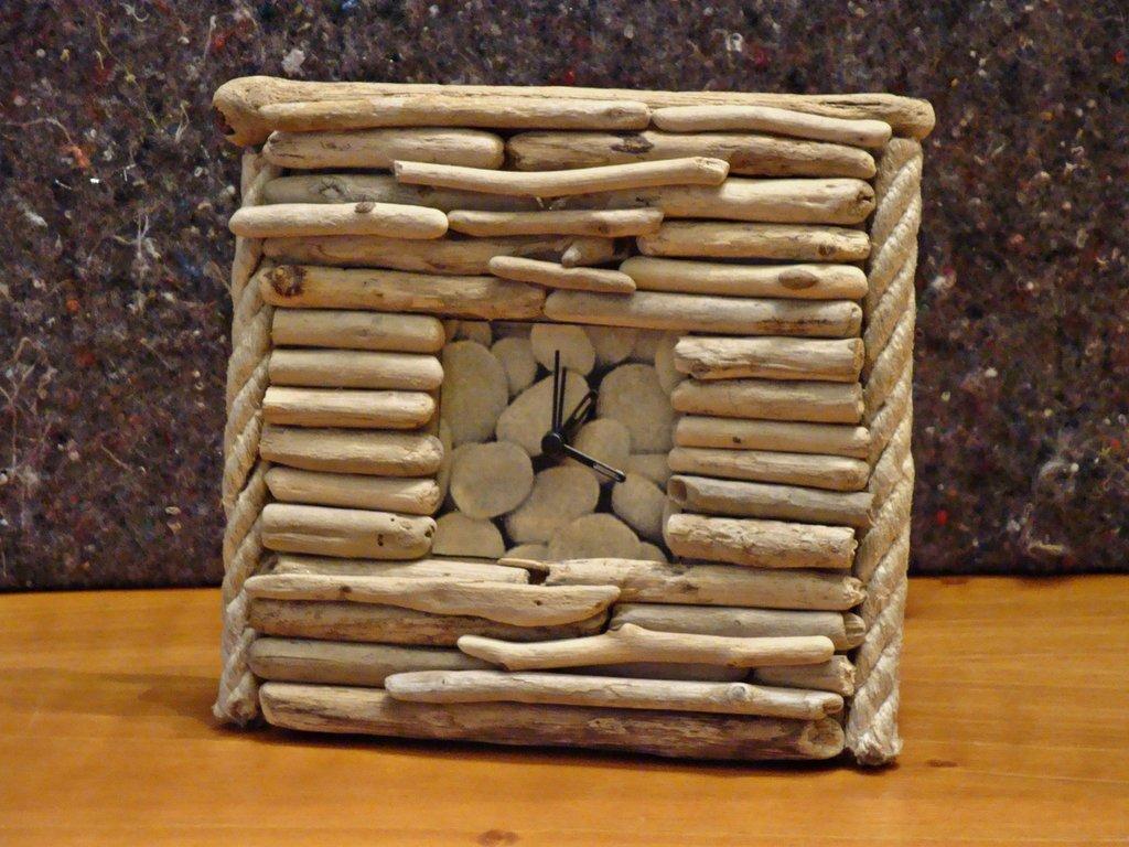 Orologio sveglia con legni di mare