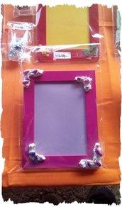 Portafoto in legno con decorazioni in silicone, fimo, perline e oggettini