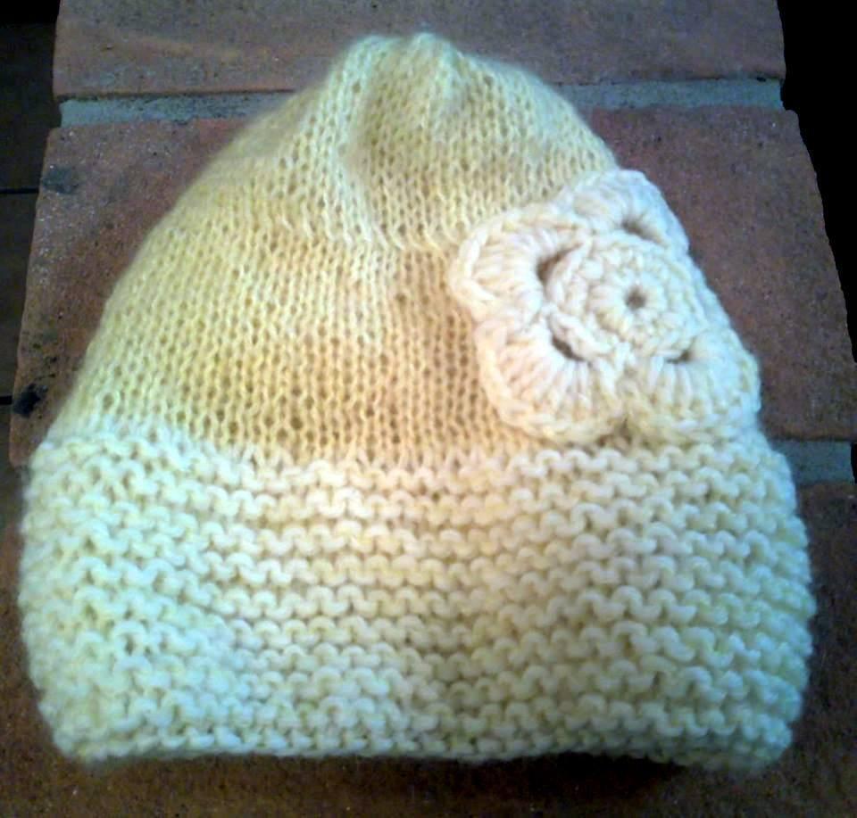 Cappellino panna e giallo per bambina