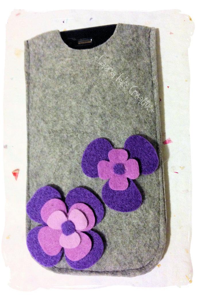 Portacellulare in feltro fiori