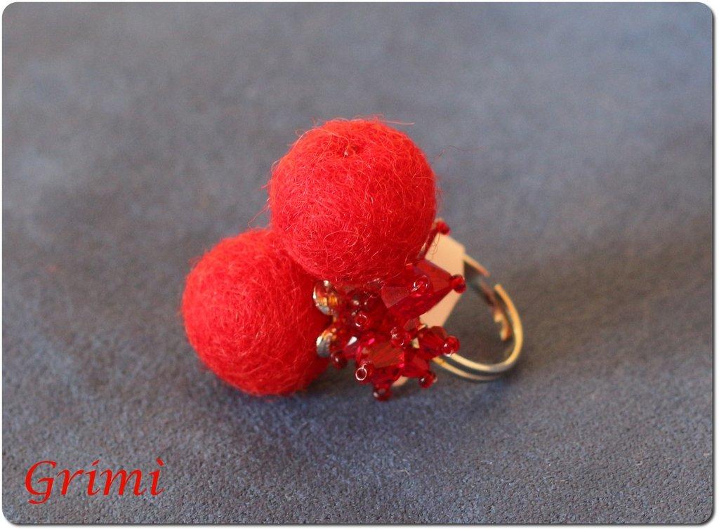 Anello con lana cotta rossa e biconi