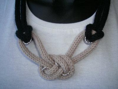 collana bicolore con nodo