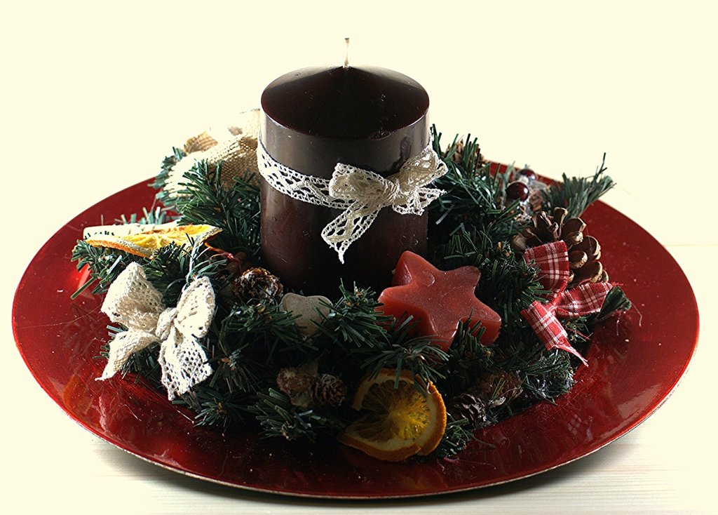 centrotavola natalizio con candela profumata