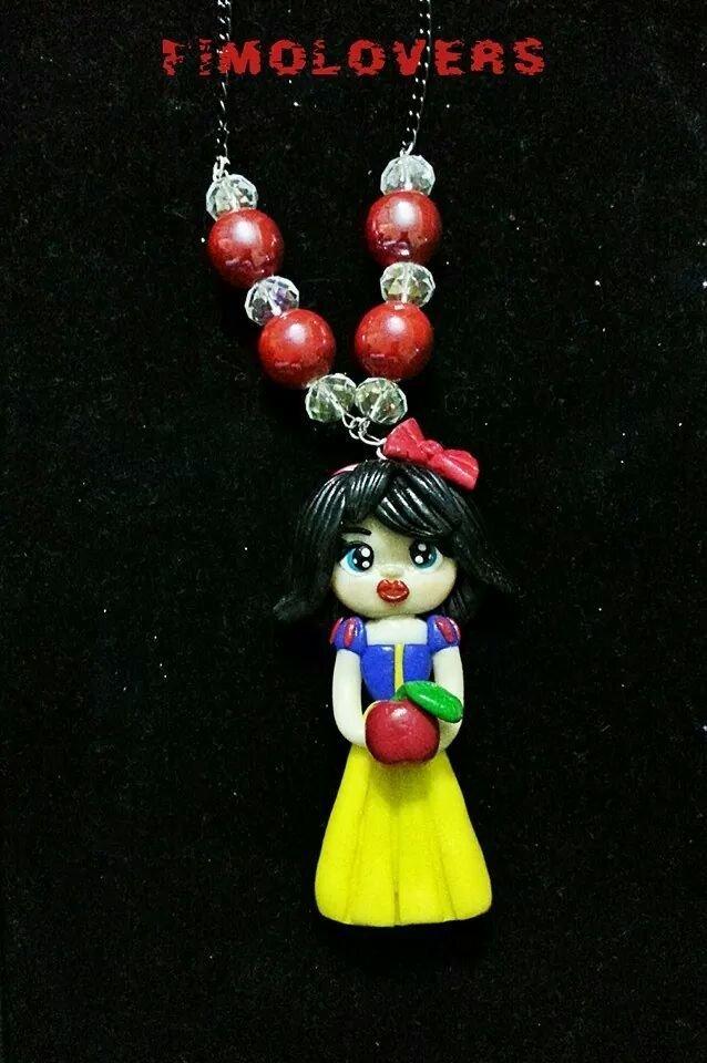collana in fimo, realizzata a mano, con Biancaneve con perle e swarovski.