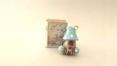 NUOVA SERIE - FANTASY FAIRY HOUSE - le casette delle fate - CIONDOLO PORTAFORTUNA MINIATURA  con libricino in legno - AZZURRA  - idea regalo natale